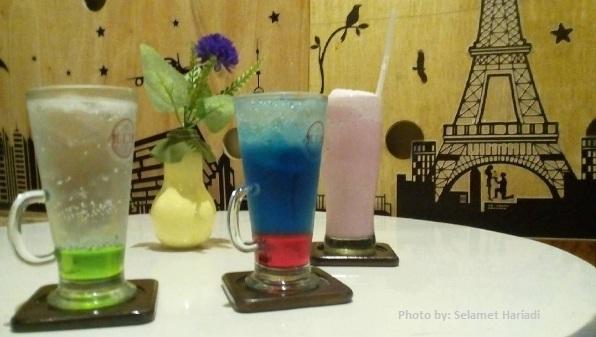 Warung Kedai Kopi Malang di Alexa Cafe Malang-www.selamethariadi.com-