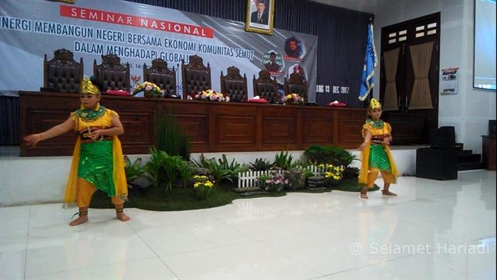 Tari Rantaya Putri Halus  Seminar Nasional Pasar Raya Baznas kota Malang www.selamethariadi.com