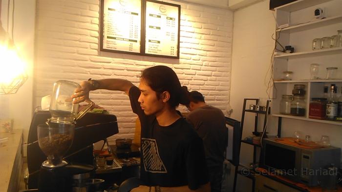 Didol Ae Coffee & Friends Kedai Kopi Konsep Hommy & Simpel (5)