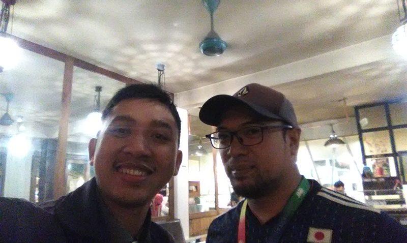 Foto bareng Pak Adis, Head Sales & Marketing JNE Malang Raya dan Blitar (dok.pribadi)