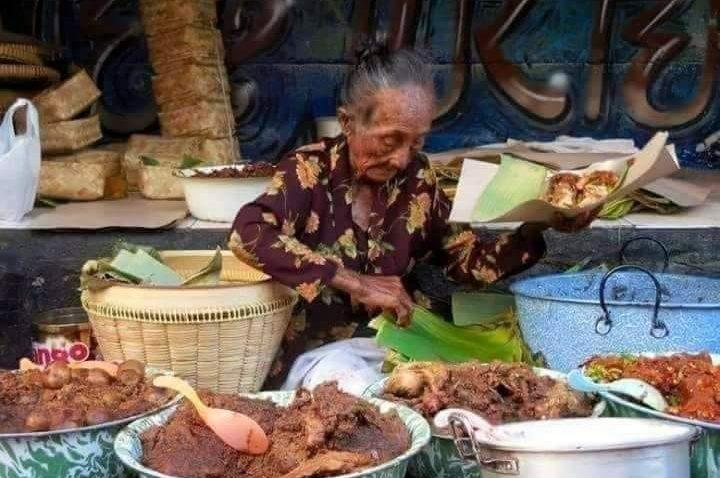 Mbah Pon Penjual Gudeg Pasar Beringharjo Jogjakarta