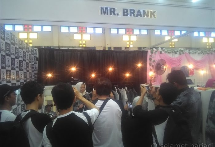 Style Hitam Putih Casual Soft Launching Mr Brank